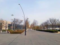 道路在沿湖的公园 天津,中国 免版税库存图片