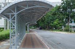道路方式在大学 免版税图库摄影