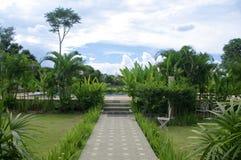 道路方式在庭院里 免版税库存图片