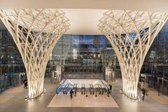 道路从世界金融中心的火车入口 免版税图库摄影