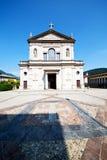 遗产老建筑学在意大利欧洲米兰阳光下 免版税库存照片