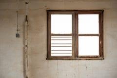 遗弃内部的窗口 免版税库存图片
