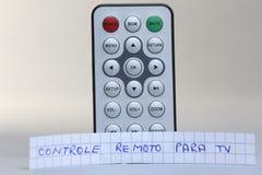 遥控在葡萄牙语语言的英国和controle remoto巴拉电视 免版税库存照片