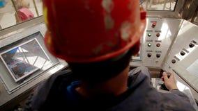 遥控石油钻井的船具 影视素材