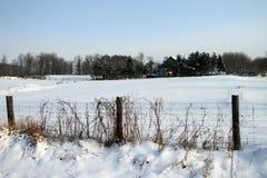 遥远的农舍冬天 免版税库存图片