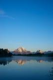 遥远的大提顿峰山 免版税库存图片