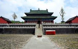 遥远的山寺庙视图wudang 免版税库存图片
