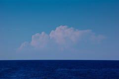 遥远的积云 库存图片