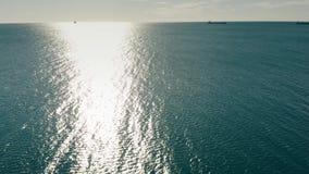 遥远的货船和罐车鸟瞰图海上 股票视频