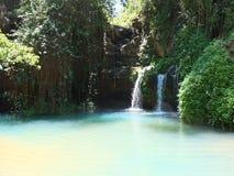 遥远的水池和瀑布 免版税库存照片