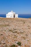 遥远的Ermida da Memoria (记忆偏僻寺院)诺萨Senhora做Cabo圣所 免版税库存照片