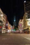 遥远的Ulmer Mà ¼ nster大教堂教会购物街道Hirschstraße 免版税库存图片