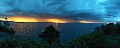 遥远色的日落的风暴 免版税库存图片