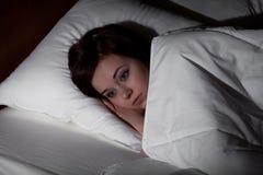 遭受失眠的妇女 免版税库存图片
