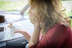 遭受晕动病的妇女 免版税图库摄影