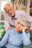 遭受消沉的资深妇女安慰由丈夫 免版税库存照片