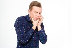 遭受牙痛的绝望英俊的年轻男性 免版税库存照片