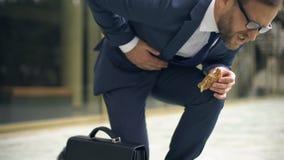 遭受突然的胃痉挛,不健康的营养作用,溃疡的主任 股票视频