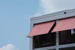 遮光剂红色和白色 免版税库存图片