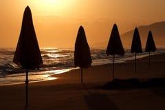 遮光罩海滩清早 库存照片