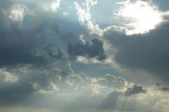 遮盖天空的云彩 免版税库存图片