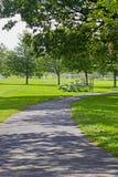 遮荫运输路线的公园 免版税库存图片