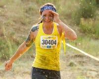 遮蔽她的眼睛的赛跑者 免版税库存图片