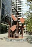 遮蔽形式III,在1988年罗伯特杜松创造的一个土气雕塑在140威廉街,墨尔本 免版税库存照片