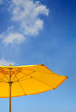 遮阳伞黄色 免版税图库摄影