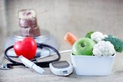 避免糖尿病的适当和平衡饮食 库存图片