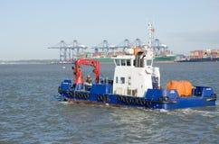 避风港犀鸟反空气污染的船在Harwich港口 库存照片