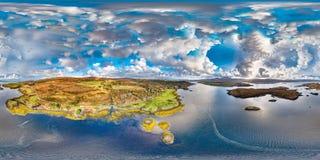 邓韦根城堡,斯凯小岛空中秋天视图  库存图片