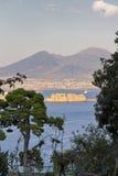 那不勒斯全景,口岸的看法在那不勒斯海湾的  免版税图库摄影