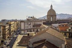 那不勒斯屋顶,皮亚萨加里波第 免版税库存图片