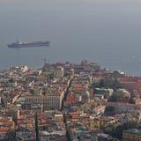 那不勒斯市和那不勒斯湾褶皱藻属地区意大利 从Castel桑特'艾蒙的看法 库存照片