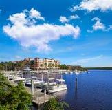 那不勒斯海湾小游艇船坞在佛罗里达美国 免版税图库摄影