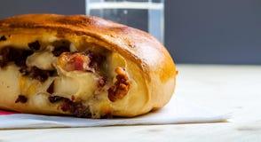 那不勒斯的三明治用烟肉片乳酪 库存图片