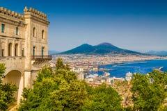 那不勒斯鸟瞰图有Mt的维苏威,褶皱藻属,意大利 库存照片