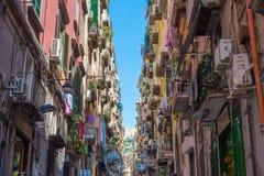 那不勒斯,意大利五颜六色的街道  免版税库存图片