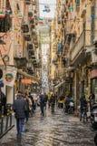 那不勒斯,意大利- 2017年11月30日:充分城市街道人 免版税图库摄影