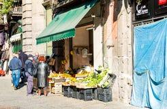 那不勒斯,意大利- 2016年1月16日:老镇街道视图Na的 免版税库存图片