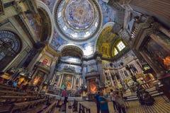 那不勒斯,意大利- 6月01 :那不勒斯, 2016年6月01日的意大利中央寺院大教堂的内部  图库摄影
