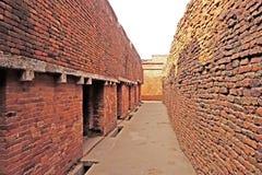 那烂陀寺Mahavihara砖走廊 库存图片