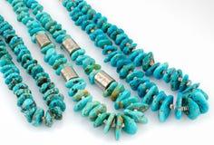 那瓦伙族人绿松石与银色小珠的矿块项链。 库存图片