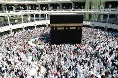 那穆斯林在kaaba附近绕行 免版税库存照片