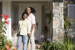 那里外面夫妇房子 免版税库存照片