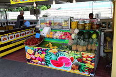 那里芭达亚浮动市场是很多看见和许多商店sel 库存图片