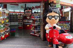 那里芭达亚浮动市场是很多看见和许多商店sel 免版税库存图片