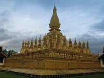 那Luang佛教stupa万象,老挝 免版税库存照片