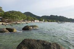 邦咯岛,马来西亚- 2017年12月17日:在邦咯岛的海滩活动马来西亚位于 库存照片